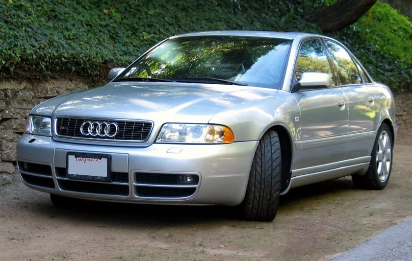 Audi S4 (Type B5) silverl
