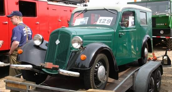 IFA DKW F8. Oben als Lieferwagen