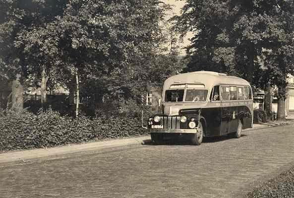 1950 Ford 53 met carrosserie van Jongerius Utrecht. Opname Pathmossingel te Enschede.