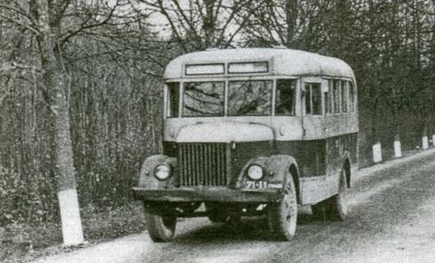 1955 KAG-1, jau galime įžvelgti daug paprastesnius šoninius langus