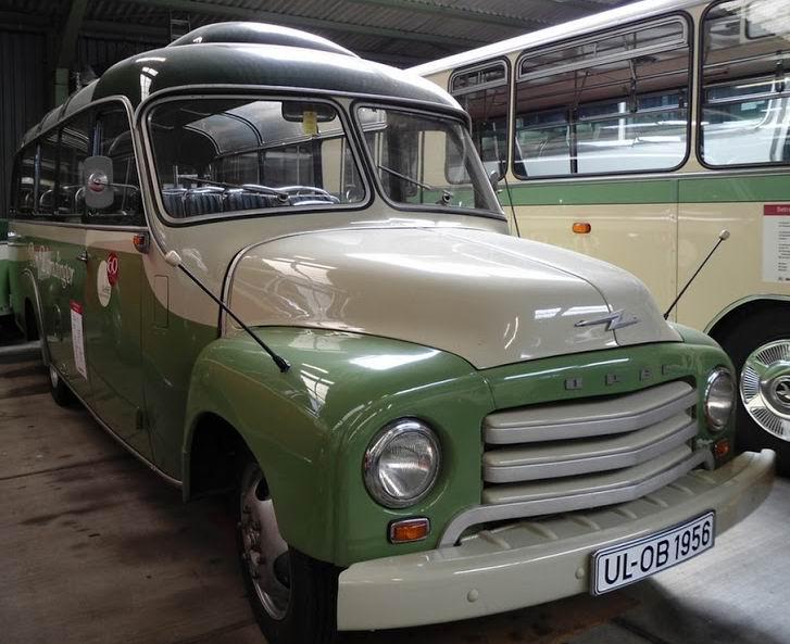 1956 Opel Blitz Kässbohrer (2)