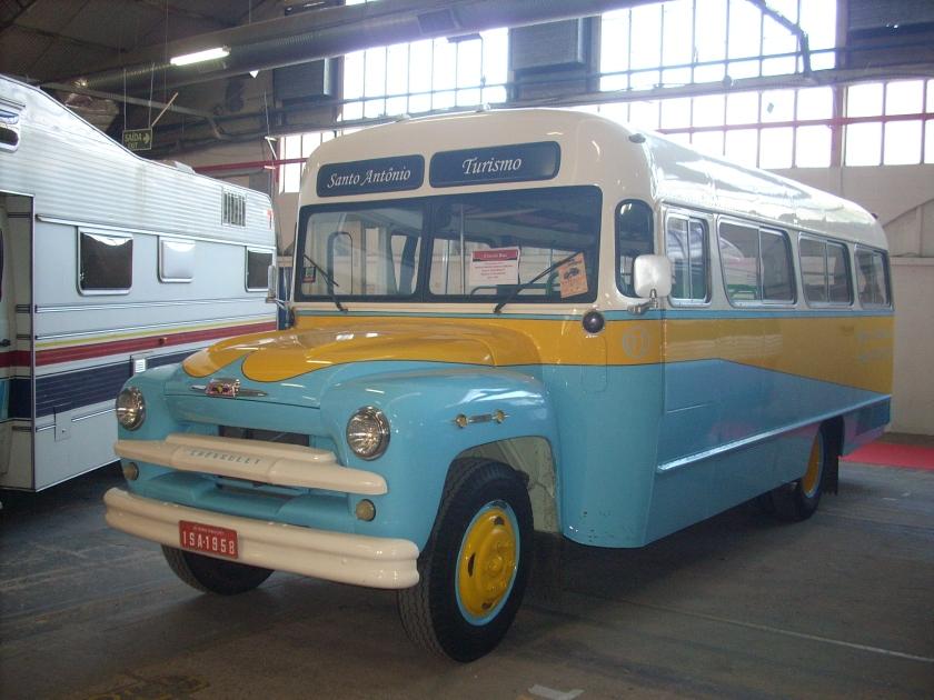 1958 da Santo Antônio Turismo (frontal de caminhão) e um Incasel (chassi Mercedes-Benz)