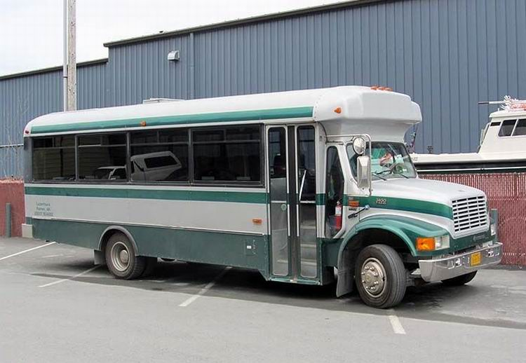 2001 International 3400 T444E coach
