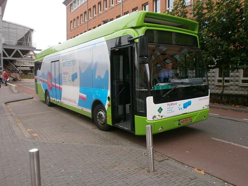 2011 Ambassador van Connexxion die op proef in Arnhem op waterstof rijdt en een wielnaafaandrijving heeft