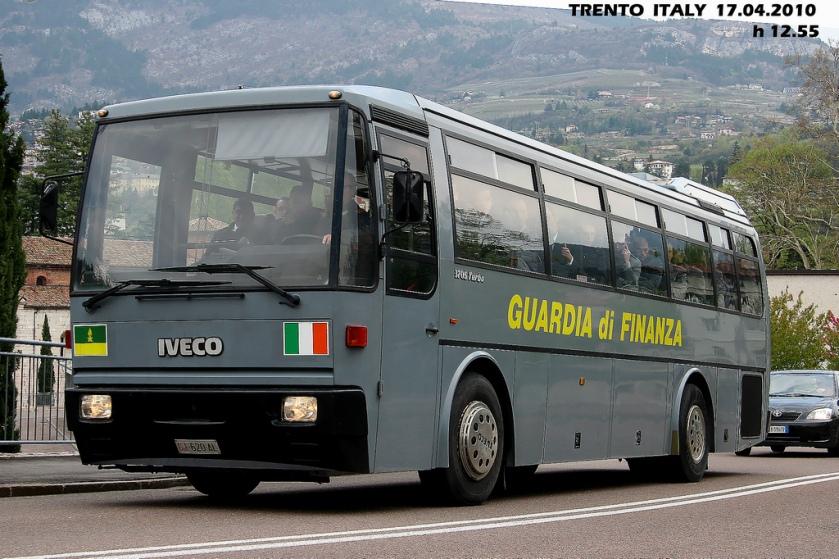 IVECO 370 S Turbo della Guardia di Finanza transitaa TRENTO