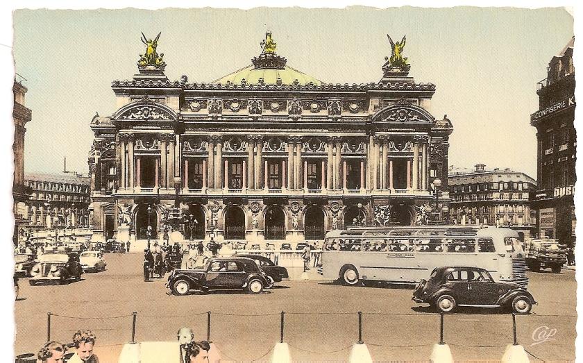 Place de l'Opéra sans bus,mais avec un car Isobloc ou Floirat