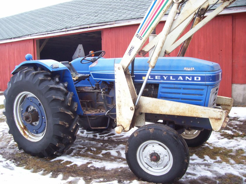 0 British Leyland 270 tractor fitted with aftermarket loader in the USA.
