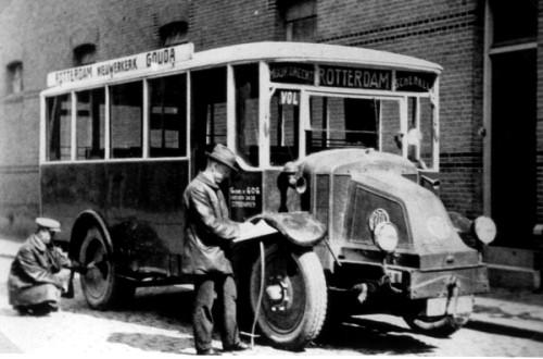 1925 Latil in Rotterdam om gekeurd te worden, latil