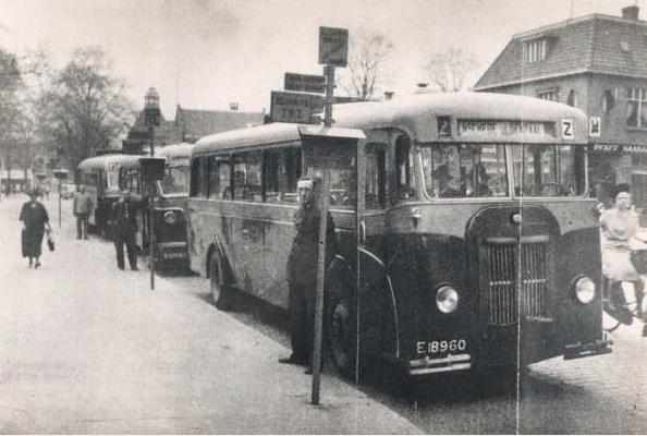 1937 Bus 8 Kromhout TB-5 Tramcoach-Werkspoor (Afgevoerd 1950) op het Van Loenshof te Enschede als Lijn Z naar Oldenzaal._