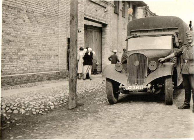1937 latil LkwWH-842089OrtskommandaturNewel1 Y