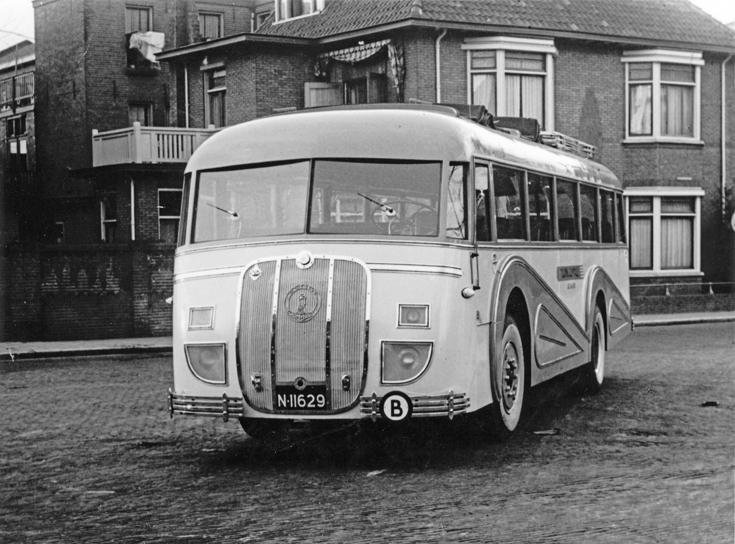 1937 Touringcar Jac. van Dijk. Touringcarbedrijf Jac. van Dijk, Prins Hendrikstraat 40 met een Kromhout Lemmens Eindhoven