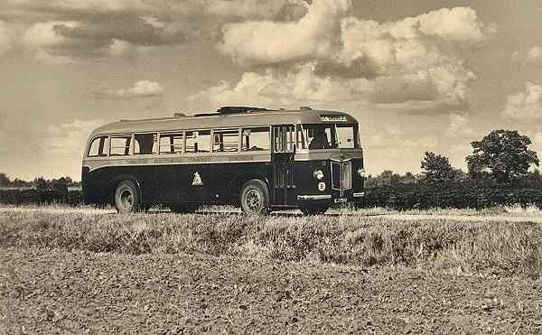 1940 Kromhout nr. 12 met carrosserie van Verheul. Kenteken E-37510. Uit dienst 1958