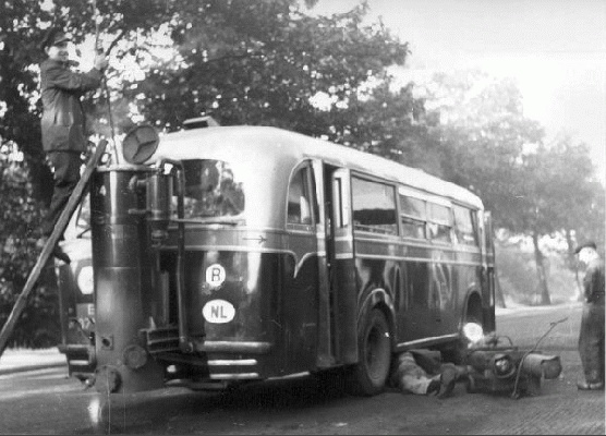 1940 T.E.T. bus 24 Kromhout-Verheul met aangebouwde houtgasgenerator.