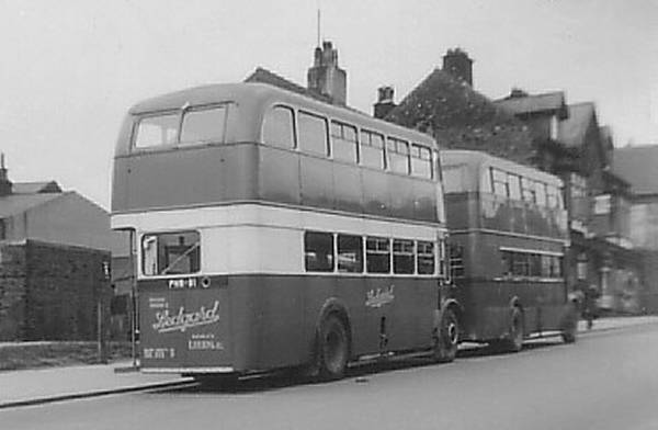 1940+1952 Leyland Titans. At the rear is PNW91, a 1952 PD2-12, while leading the way is JNW288, a 1940 TD7 lgpnw91