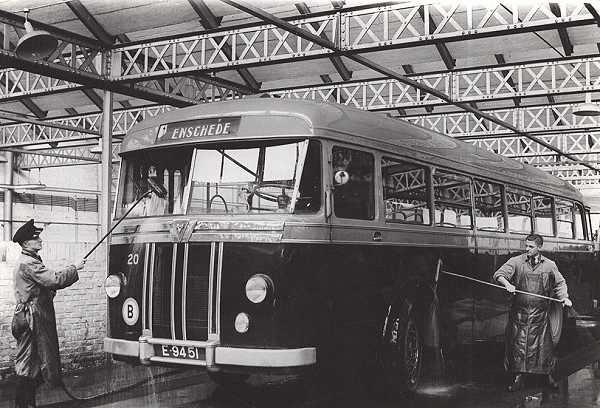 1948 Kromhout nr. 20 (1) met carrosserie van Domburg en Den Oudsten. In 1948 carrosserie van Verheul