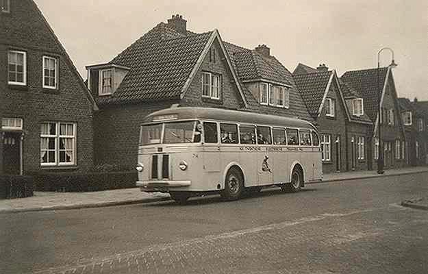 1950 Scania-Vabis nr.74 met carrosserie van Verheul. Kenteken NB-32-73. In 1957 vernummerd in 39.