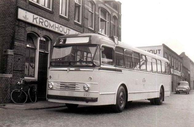 1952 227+Nieuwe+Bus+bij+Kromhout