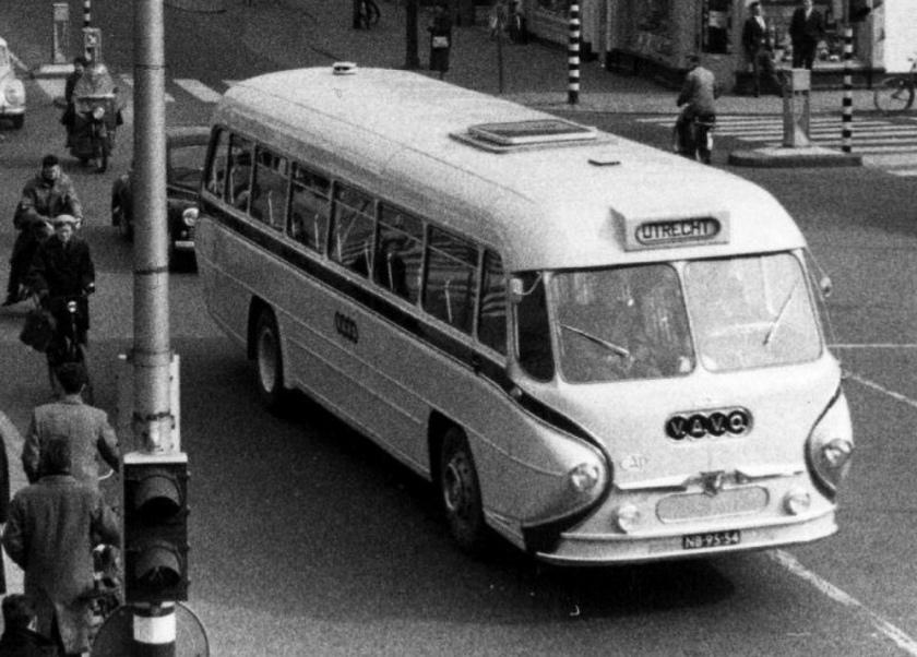 1952 Leyland carrosserie Den Oudsten NB-95-54