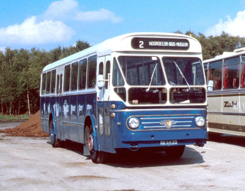 1952 Leyland Den Oudsten Groningsch-Drentsch Snelvervoer bus 22 (GADO 7644) van het type Leyland-Den Oudsten LO te Schoonebeek GDS 22