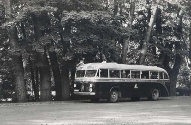 1953 Bus 7 (ex 23) E 34933 Kromhout met carrosserie van Verheul heeft de oorlog doorstaan. Opname