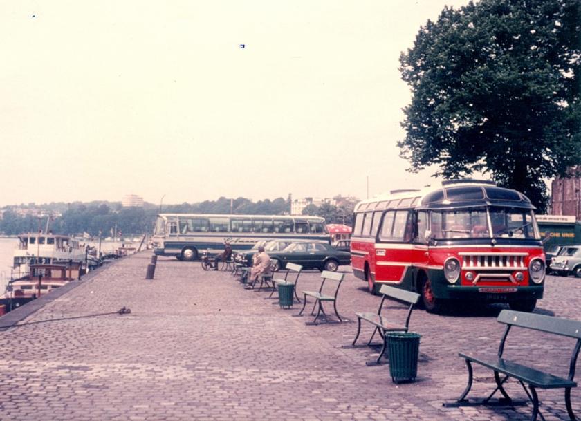 1958 Scania Vabis busnummer 5, bouwjaar 1958. Rijnkade te Arnhem zomer 1972
