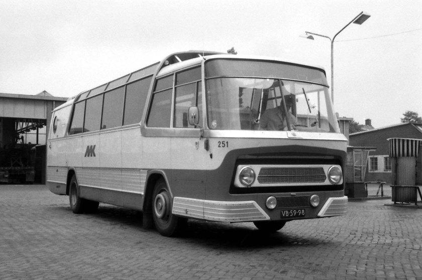 1971 Leyland TC Verheul vMK 251 garage Aalsmeer 28-8-1971