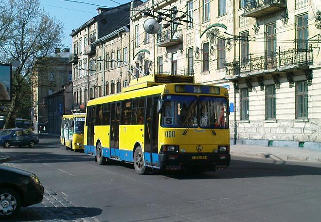 2000 LAZ trolleybus 008