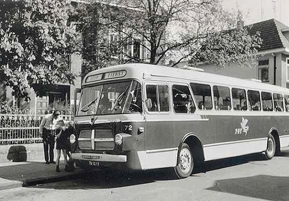 Scania-Vabis nr. 72 met carrosserie van Verheul. Opname 1970 tijdens schoolzwemmen voor de Dr. Ari
