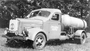 White-chassis waar men een Kromhout motor