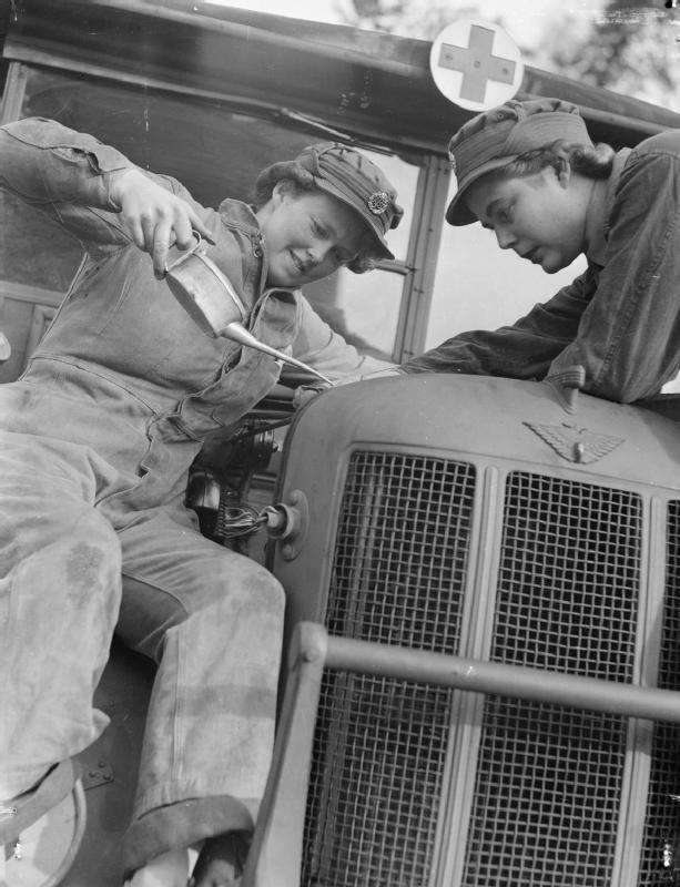 11 At_An_ATS_Motor_Transport_Company_Training_Centre,_Camberley,_Surrey,_1941_D5714