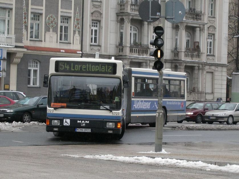 117 MAN NG 272(2) (A11) in München