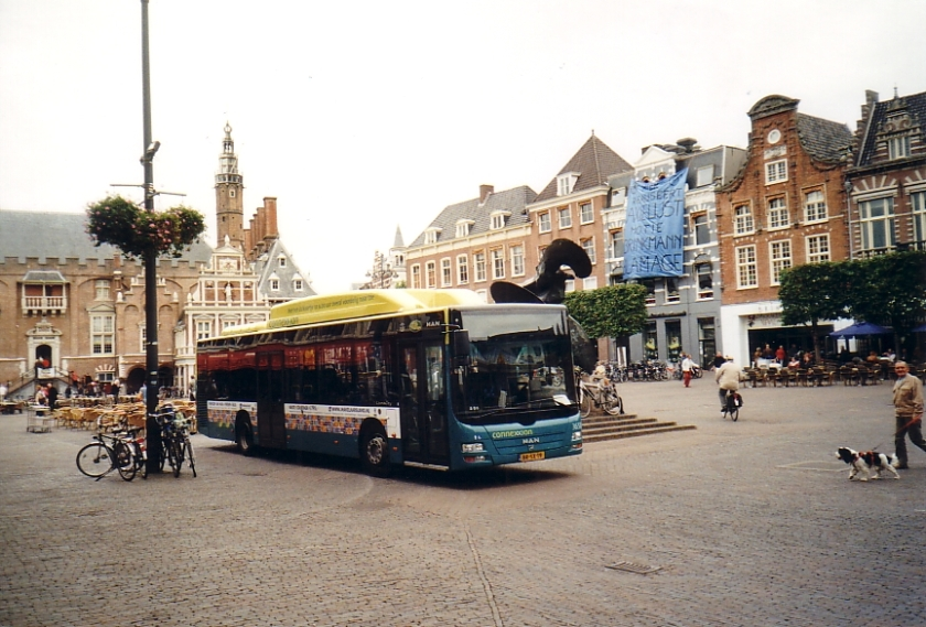 144 MAN Lion's City auf dem Marktplatz von Haarlem NL