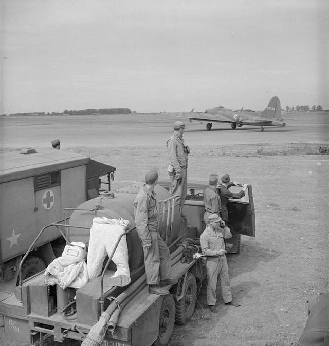 15 British_Equipment_at_An_American_Airfield-_Anglo-american_Co-operation_in_Wartime_Britain,_1943_D15116