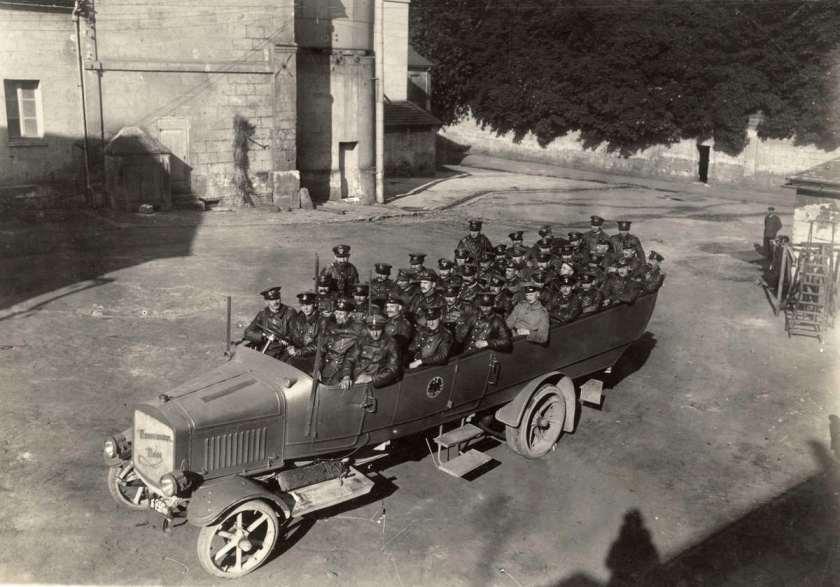 1915 Een Berlijnse touringcar merk Mannesmann-Mulag