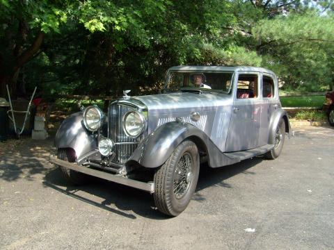 1934 Bentley 3.5 Litre Mann-Egerton Saloon One-off with Red interior