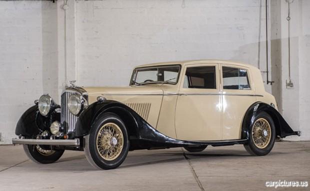 1937-Bentley-4¼-Litre-Saloon-by-Mann-Egerton