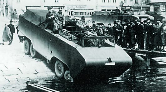 1940 MAN EinheitsDiesel amphibious vehicle, 8x8