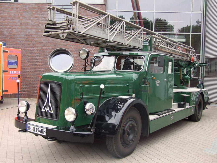 1941 Wagen der Feuerschutzpolizei trugen die tannengrüne Polizeilackierung. Eine Magirus-Kraftfahrleiter 26 M mit Dieselmotor.