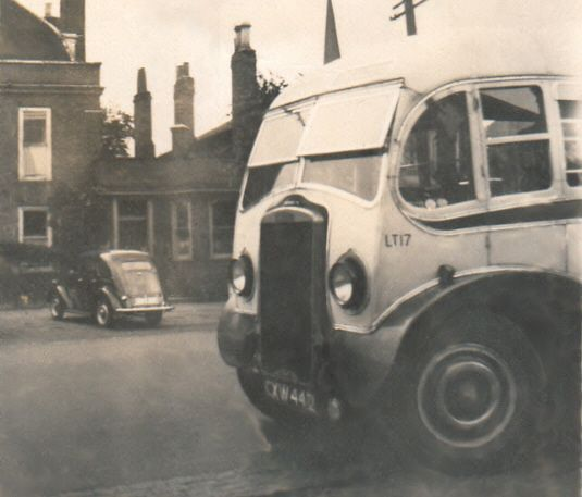 1946 Mulliner buses delivered in 1946 and, on the left, another pre-war Tiger CityCXW442