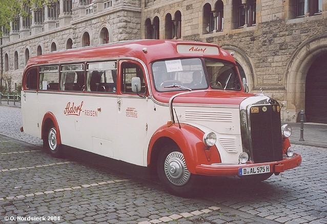 1955 Mercedes-O3500-Linienbus-Adorf-Reisen-rot-weiss 1