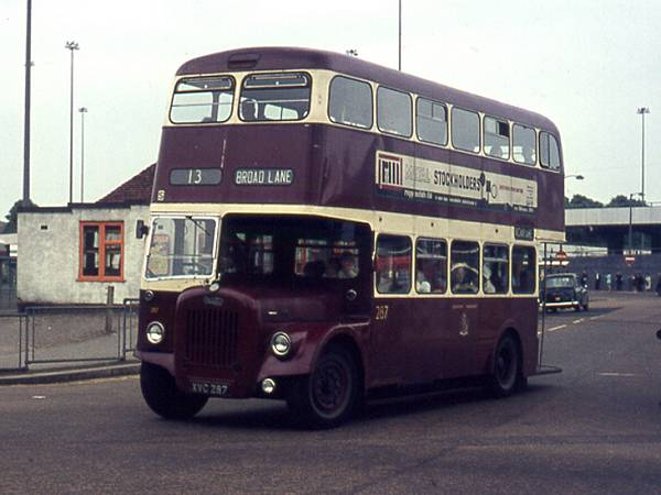 1960 Daimler CVG6 with Metro-Cammell H33-27R body.