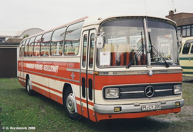 1964 Mercedes-O302-Reisebus-PVG-Pinneberg-weiss-rot