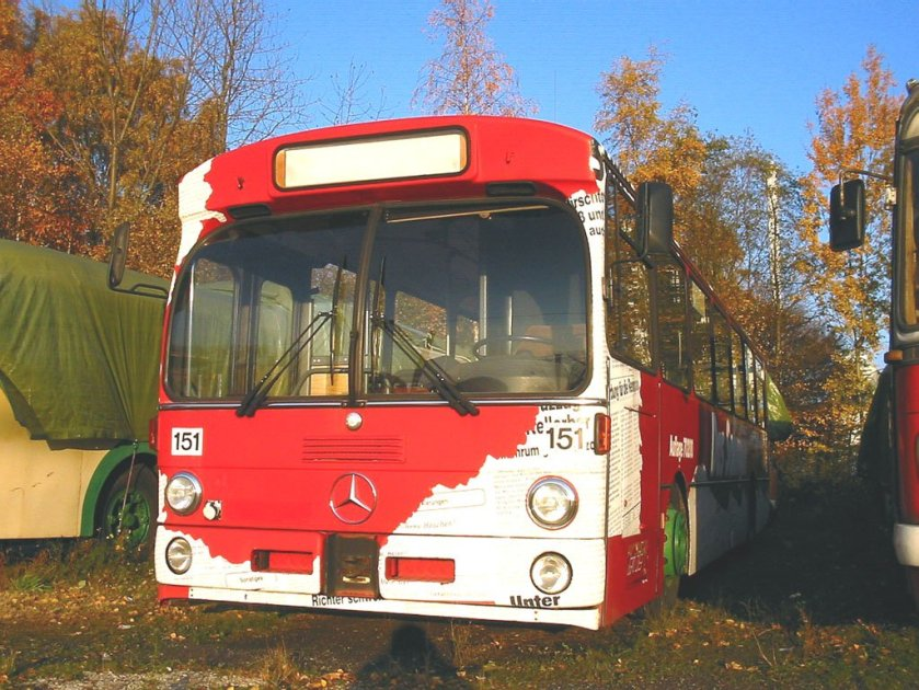 1982 MERCEDES Benz 0305
