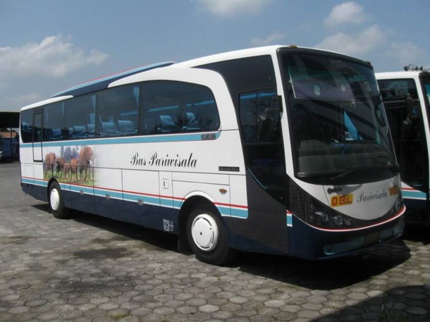 2009 Adiputro Royal Coach New Marcopolo Indonesié