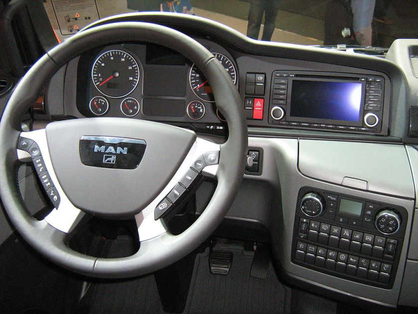 2011 MAN TGX 18.680, V 8 inside