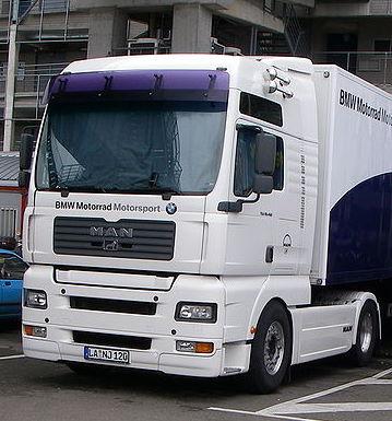 45 MAN Truck v BMW Motorrad Motorsport