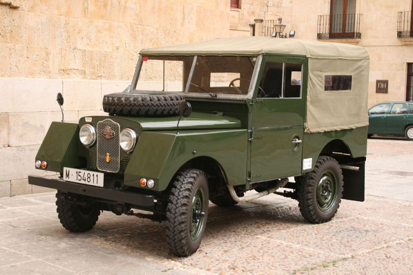 5 Minerva Land Rover. Note the sloping front faces to the wings