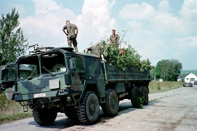 65 MAN 10to.gl KAT I beim Elbehochwasser 2002