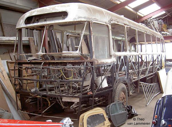 Bus 32. Aan de ex Maarse & Kroon 32 is nog veel werk