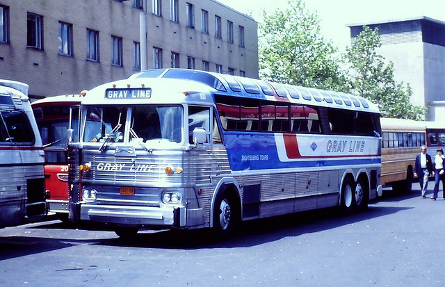 Gray Line bus 933 (MCI MC-7)